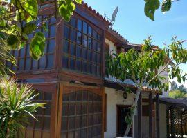 Hermosa Casa Esquina, en Isla Negra